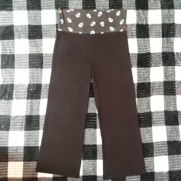 NWOT Black capri pants